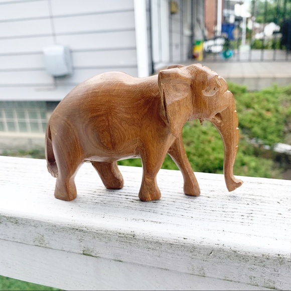 💜 Vintage Small Carved Wooden Elephant Home Decor